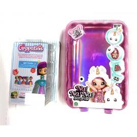 Toys L'Originale NaNANa!! Surprise !! - Na!! Na! Na! Surprise! - Bambola con Pompon Modello Cerchio + Una Simpatica Sorpresa Cappatinis [ BAMBOLINE Che Diventano Simpatiche TAZZINE ]