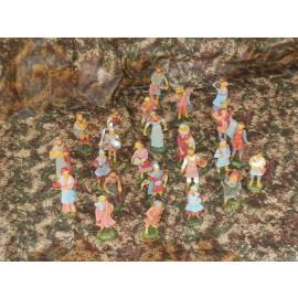 presepe di natale PASTORI - statua di plastica 10 cm colori tenui - 24 pezzi - 1 scatola - VERSIONE ECONOMICA ADATTO A CHI REALIZZA PRESEPI DA RIVENDERE