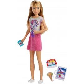 Barbie- Bambola Skipper Bionda Babysitter con Cellulare e Biberon, FXG91-FHY89 Mattel