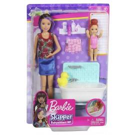 Barbie - Bambola Skipper Babysitter con Vasca da Bagno, Bambina Che Muove Le Braccia e Accessori, Mattel FXH05-FHY97